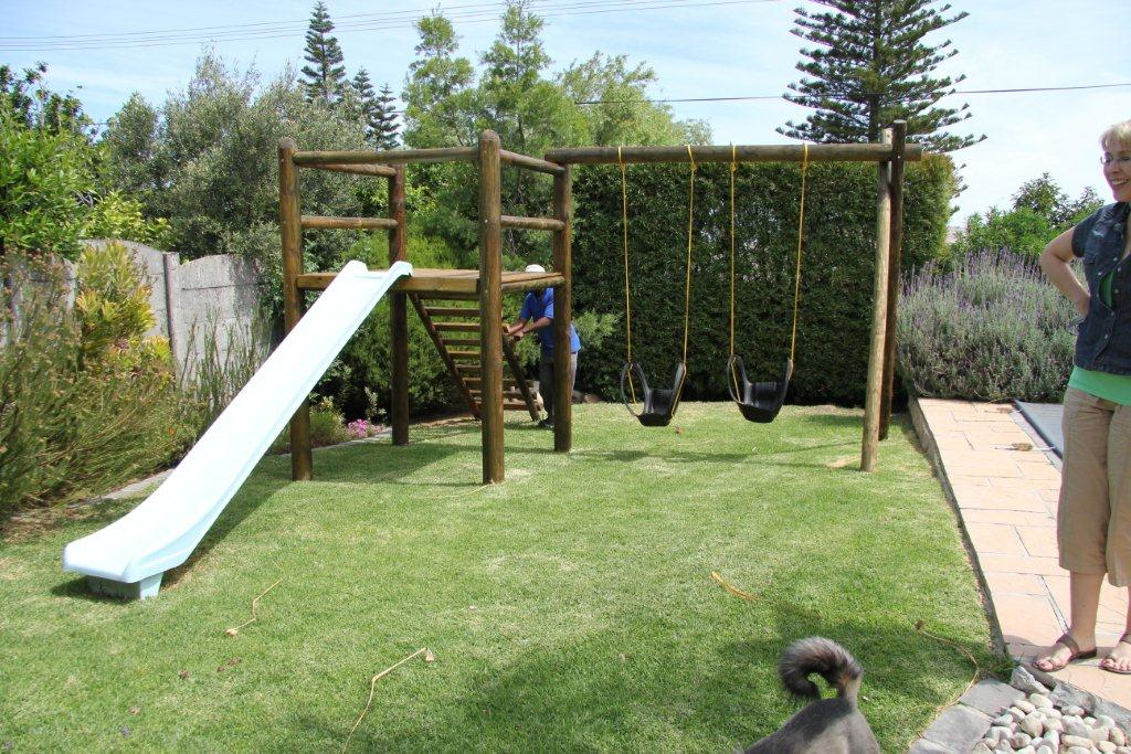 Backyard Jungle Requirements : Let your kids burn off energy on a Jungle Gym